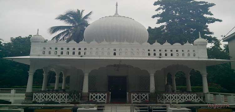 Lalon Shah Mazar is at Cheruria, Kumarkhali in Kustia